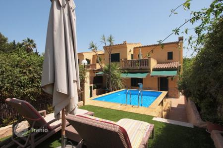 Property for sale in Palma de Mallorca. Cozy villa with terrace and swimming pool in Palmanova, Majorca, Balearic Islands, Spain
