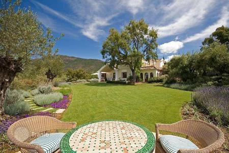 Luxury houses for sale in Costa del Sol. Stunning Andalusian cortijo style villa