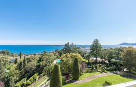 2 bedroom apartments for sale in Côte d'Azur (French Riviera). High floor apartment with 2 bedrooms — Cannes Californie