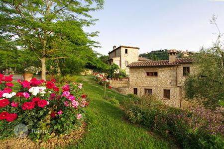 Villas and houses to rent in Siena. Villa le Favole