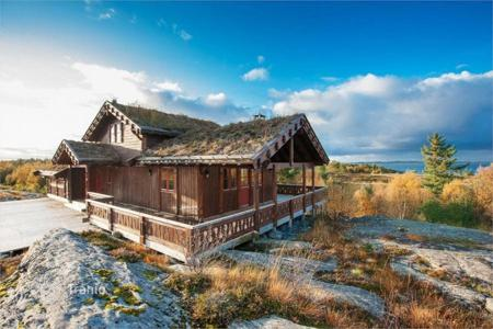 Houses for sale in Norway. Great cottage with views of the Norwegian Sea