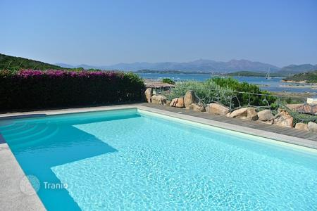 Coastal villas and houses for rent in Sardinia. Villa - Capo Coda Cavallo, Sardinia, Italy