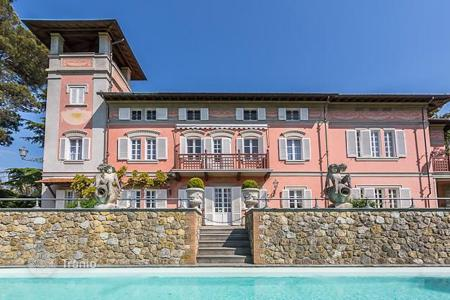 Property for sale in Pisa. Elegant villa of the XVIII century with a large park, a swimming pool and a tennis court in the immediate vicinity of Pisa