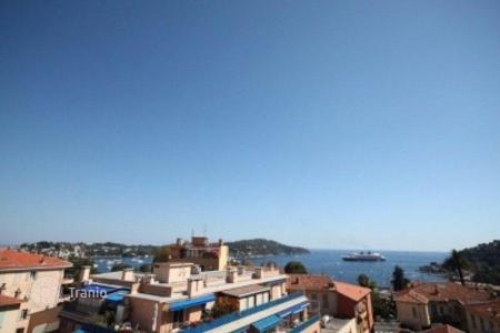 3 bedroom apartments for sale in Villefranche-sur-Mer. Renovated apartment with terrace, in a residence with parking, near the beach, in Villefranche-sur-Mer, Cote d`Azur, France