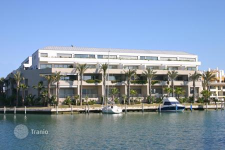4 bedroom apartments for sale in San Roque. Espacious first floor apartment in the Sotogrande Marina