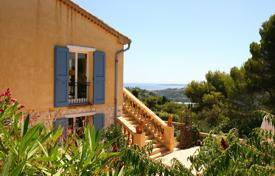 6 bedroom houses for sale in Provence - Alpes - Cote d'Azur. Lovely family home with an exceptional sea view