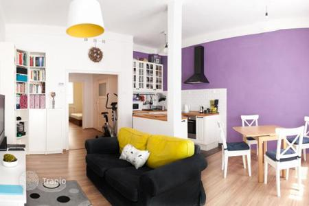 2 bedroom apartments for sale in Hungary. Two-bedroom apartment with a balcony in a brick building, in the 5th district of Budapest, Hungary
