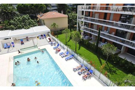 Coastal buy-to-let apartments in Villeneuve-Loubet. Apartment – Villeneuve-Loubet, Côte d'Azur (French Riviera), France