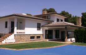 Houses for sale in L'Escala. Villa with a garden, a pool and a cinema close to the beach, L'Escala, Spain