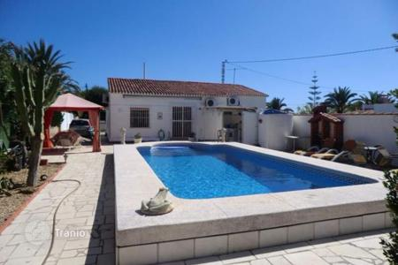 3 bedroom houses for sale in Calpe. Villa of 3 bedrooms with private pool and garden with views to the mountain in Calpe