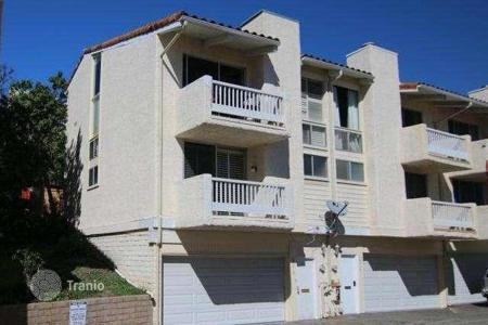 2 bedroom apartments for sale in North America. The apartment is in a gated community in Malibu