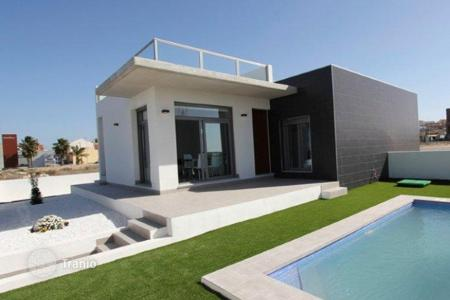 2 bedroom houses for sale in Algorfa. 2 bedrooms villa with private pool, garden, solarium, next to the golf course in Formentera del Segura, near Algorfa