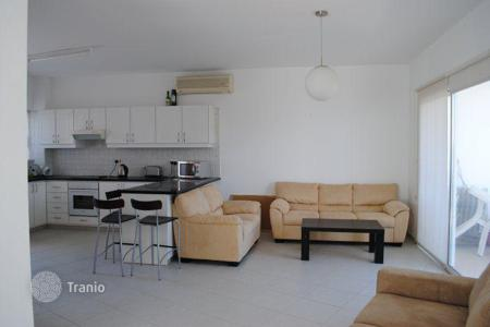 1 bedroom apartments for sale in Peyia. Spacious apartment with a terrace in Peyia, Paphos