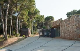 Development land for sale in Catalonia. Plot of land in a closed residence, on the second line from the sea, Begur, Spain