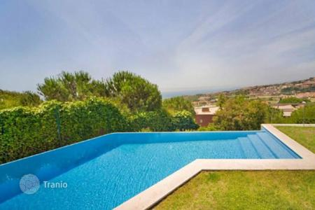 Houses with pools for sale in Teià. Style, beauty and quality. Teia, Barcelona