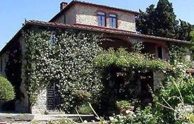 Luxury houses for sale in Gaiole In Chianti. Villa – Gaiole In Chianti, Tuscany, Italy