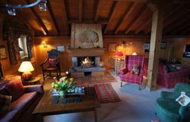 5 bedroom villas and houses to rent in Meribel. Cosy chalet with a garage and a jacuzzi in the ski resort of Meribel, France
