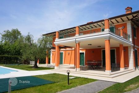 5 bedroom villas and houses by the sea to rent in Lucca. Villa – Forte dei Marmi, Tuscany, Italy