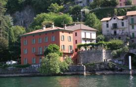 Residential for sale in Pognana Lario. An ancient villa on Lake Como with park, the pool and boat station