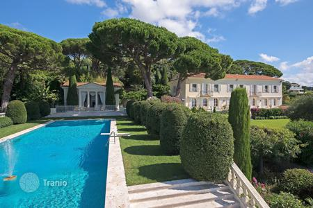 Coastal villas and houses for rent in Cannes. Majestic villa with sea view Cannes