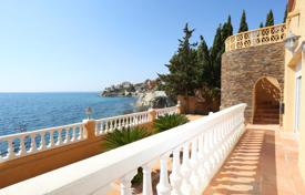 5 bedroom houses by the sea for sale in Costa Blanca. Villa in first line of the Mediterranean