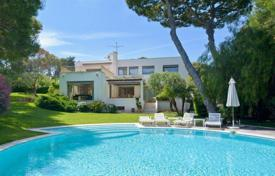 Houses for sale in Saint-Jean-Cap-Ferrat. Modern villa in the heart of Cap Ferrat