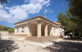 Cheap 4 bedroom houses for sale in Elda. Villa of 4 bedrooms with private Pool, BBQ-area and large plot in Petrer