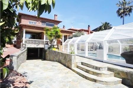 Houses with pools for sale in Calafell. Villa – Calafell, Catalonia, Spain