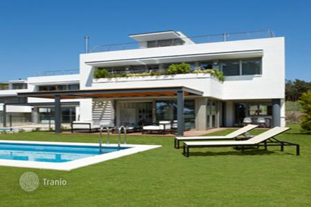 5 bedroom apartments by the sea for sale in Spain. Houses Costa Barcelona