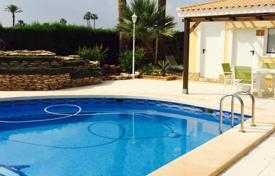 Townhouses for sale in Elche. Detached house of 3 bedrooms with private pool and a plot of 3300sqm, Elche, Alicante