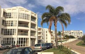 Apartments with pools for sale in Portugal. One-bedroom apartment in a condominium with a pool, Albufeira, Portugal