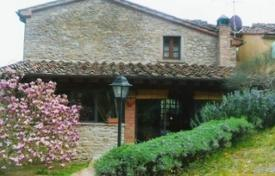 Property for sale in Arezzo. Refurbished villa with a swimming pool in Arezzo, Tuscany, Italy