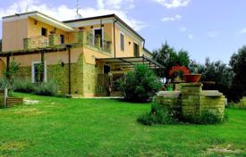 4 bedroom houses for sale in Abruzzo. Villa with large plot and panoramic view of the hills in Ripa Teatino, 5 minutes drive from the sea, in Abruzzo, Italy