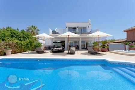 4 bedroom villas and houses by the sea to rent in Marbella. Villa Sunyer, El Rosario, Marbella