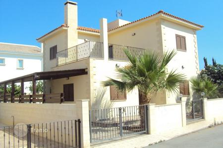 3 bedroom houses for sale in Pernera. Detached 3 Bedroom House within walking distance to the beach