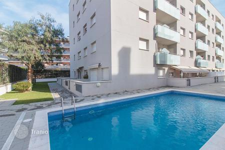 Cheap residential for sale in Barcelona. Flat for sale in Lloret de Mar with a swimming pool and a garden