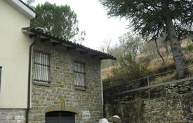 5 bedroom houses for sale in Umbria. Charming house in Spello