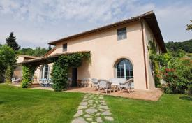 Luxury 6 bedroom houses for sale in Tuscany. Fully renovated country estate with large plot of land in San Casciano, the Chianti hills, Tuscany