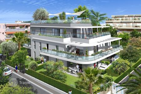 Coastal apartments for sale in Côte d'Azur (French Riviera). Two-bedroom apartment near the Bijou plage, Juan Les Pins