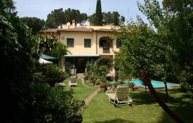 Houses with pools for sale in Lazio. Villa just minues away from the cener of Rome