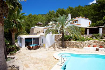 Luxury houses with pools for sale in Ibiza. Detached house close to Santa Eulalia