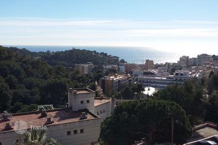 1 bedroom apartments by the sea for sale in Spain. Apartment with spectacular views of the sea and the town of Lloret de Mar, Spain