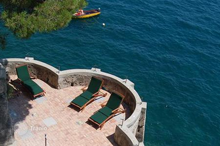 Villas and houses for rent with swimming pools in Amalfi. Villa di Castiglione