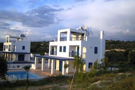 Houses with pools for sale in Kouklia. 3-BEDROOM VILLA IN SECRET VALLEY next to Golf