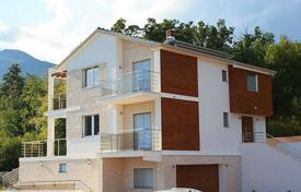 Houses with pools for sale in Primorje-Gorski Kotar County. Modern villa with pool in Opatija