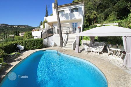 Villas and houses to rent in Mandelieu-la-Napoule. Villa – Mandelieu-la-Napoule, Côte d'Azur (French Riviera), France