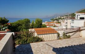 Coastal residential for sale in Split-Dalmatia County. House in Baska voda