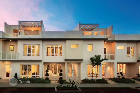 Off-plan terraced houses for sale overseas. Townhouses and apartments in a luxury residential village a few minutes from Miami