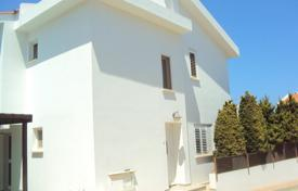 Houses with pools for sale in Famagusta. Three-bedroom house with pool and title deeds