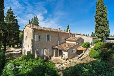 Luxury houses for sale in Lorgues. Beautiful large wine estate Provence